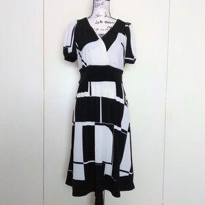 Rabbit Designs Women's Short Sleeve V-Neck Dress